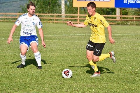 Håvard Nome (t.h) var en av banens beste spillere og Raufoss 2 gikk seirende ut av duellen med Redalen i en intens og underholdende OA-ligakamp.