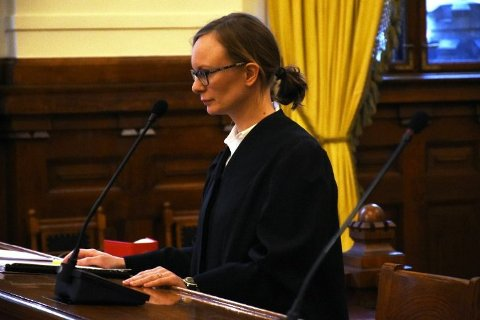 Advokat, Vera Vikki.