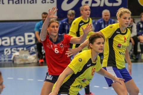 GOD: Synne Fossheim var god mot Romania og er en av to strekspillere for  Norge i VM.