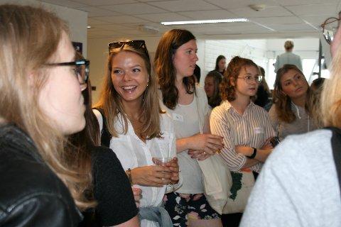 FØRSTE MØTE: Gjennom den første velkomstdagen for jenter på IT og ingeniørutdanningene på NTNU i Gjøvik noensinne fikk Vilde Nylund Johnsen mulighet til å treffe mange av de andre jentene før storinntrykket av studenter på immatrikuleringen.