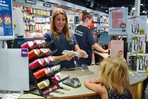 OVERRASKET: Norli har valgt å ikke fornye leiekontrakten som utløper ved årsskiftet. Butikksjef Marie Sørensen sier nedleggelsen kommer brått på.