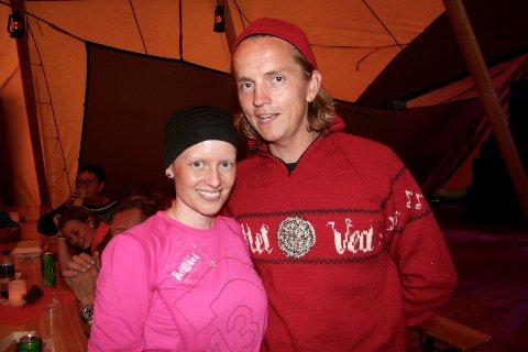 TIL ÆRE FOR KONA. Jan Kåre Heiberg og kona Marthe Vildåsen sammen i lavvoen under helgas Hel Ved-festival i Vardal.