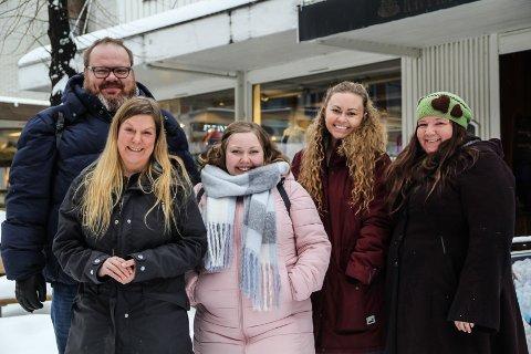 ENTUSIASTENE: Ronny G. Berg, Anne Kristin Kvitle, Emilie Helene Johansen, Stine Bakke Lersveen og Marte E. Myhrby brenner for musikaler, og 2. og 3. februar står de alle på scena når den 15. utgaven av Musicals spilles på Gjøvik kino.