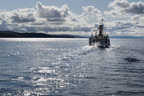 FARTSGRENSE: Også næringsfartøy blir omfattet av en eventuell fartsgrense på Mjøsa.