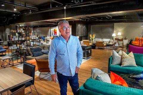 ROPER VARSKO: Frank Kiil driver butikken Kiil Interiørdesign AS i Øvre Torvgate i Gjøvik sentrum.