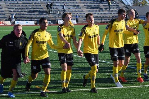 Raufoss kunne joble etter å ha slått FK Gjøvik-Lyn 3-1 og berget plassen i 3. divisjon.