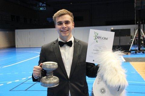 NORGESMESTER: Ola Svartaas (24) ble Norgesmester i eksteriørbedømming av sau.