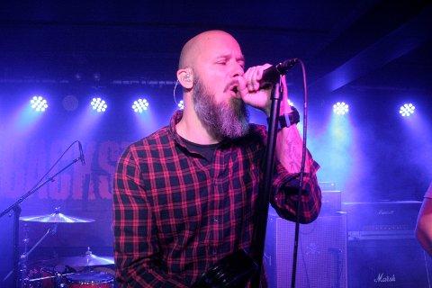 I FRONT: Vokalist Kim A. Åsen i Gjøvik-bandet Hello Radio.