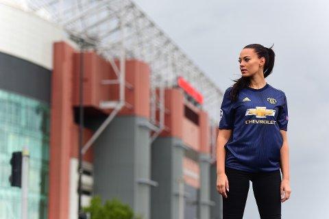 LAST OG BRAST: Ann Mari Olsen har fulgt Manchester United i en årrekke og er over flere ganger i året for å følge favorittklubben sin.