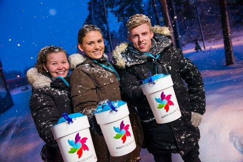 STOR STØTTE: Russ, bygdekvinner, bygdeungdomslag, idrettslag og Kreftforeningens frivillige har samlet inn til sammen nærmere 2,1 millioner kroner til Krafttak for kreft i Oppland.