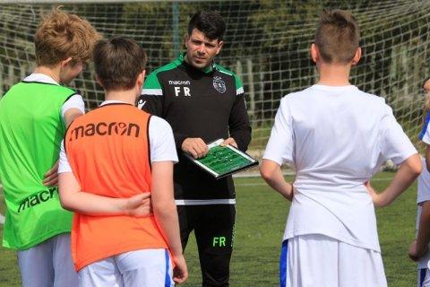 NF Academy trenere sammen med spillere.