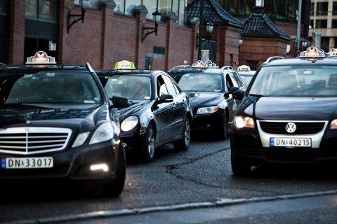 BLIR DYRERE: Taxituren hjem blir litt dyrere fra første oktober.