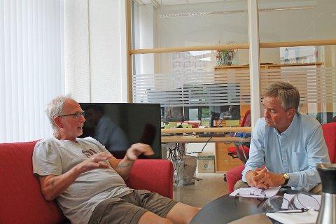 FORTALTE SIN HISTORIE: Tomas Andersson (til venstre) fikk Tore Hagebakkens fulle oppmerksomhet da de møttes i Gjøvik.
