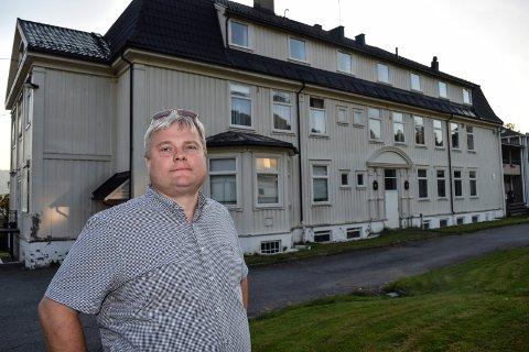 I MINDRETALL: Juel Sagbakken (V) støtter bevaring av sykehusbygningen på Klinikken, men var i mindretall da reguleringsplanen som innebærer riving ble vedtatt i kommunestyret.