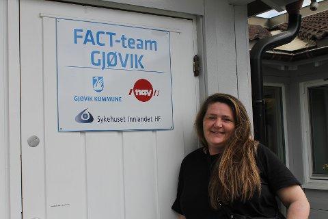 BRUKERSPESIALIST: Tine Ledang arbeider ved FACT-teamet i Siggeruds gate i Gjøvik.