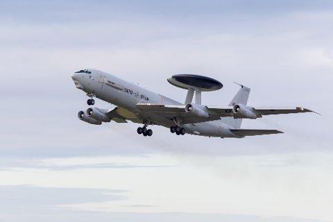 AWACS-fly: Et fly av denne typen, et overvåkingsfly som NATO bruker, fløy over Gjøvik-området tirsdag ettermiddag og flere lesere lurte på hva det drev med.