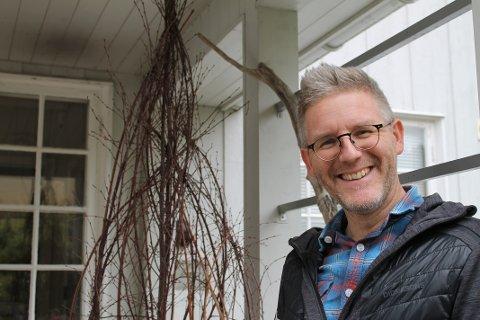 FRISK: Torbjørn Dyrud er kreftfri og full av energi og pågangsmot. Nå skal han skrive musikk og ser fram til å spille i Kjempebra Julegalla i november.