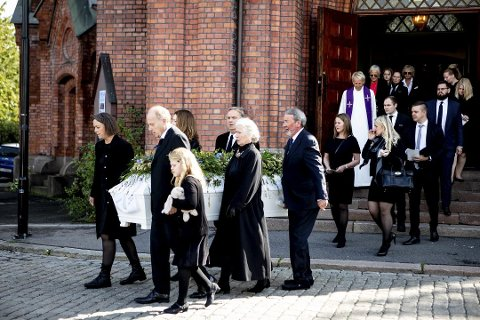 TOK FARVEL: Uranienborg kirke i Oslo var fylt til trengsel da artisten Anne Grete Preus ble bisatt torsdag formiddag. Alle foto: Tom Gustavsen/Romerikes Blad