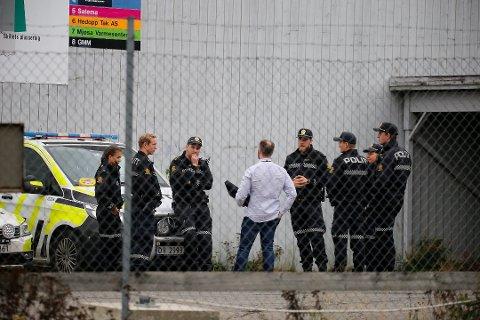 STORE RESSURSER: Store politiressurser er satt inn i saken. Foto: Stian Bye Høgsveen