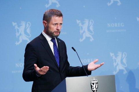 STRAMMER INN: Helse- og omsorgsminister Bent Høie (H) strammer nå inn på karantene- og isolasjonsreglene i hjemmet.