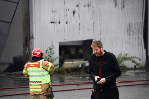 SNARRÅDIG: Pål Hansen var en av flere som startet arbeidet med å få ut det de klarte av verdier fra lageret mens det brant.