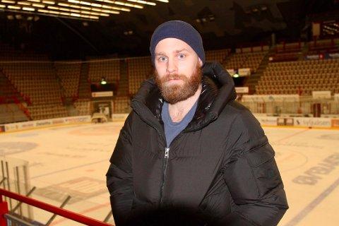 TILSKUER: Tidligere Gjøvik-kaptein følger fortsatt laget tett fra tribunen.