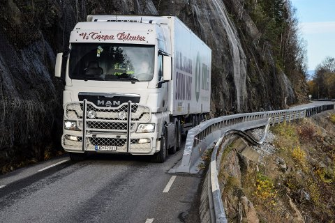 SKREIBERGA: Dette partiet av fylkesvei 33 i Skreiberga skal erstattes med en 600 meter lang tunnel. Byggestart er planlagt i 2023.