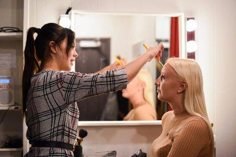 SMINKE: Ida  Marie trives både foran og bak kamera. Hun utdanner seg til å bli sminkør, men har og et mål om å bli Miss Norway.