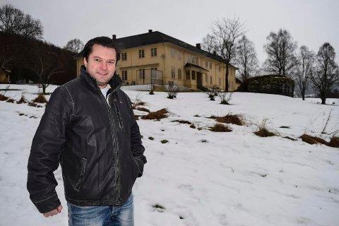 18 MILLIONER: Jan Endre Strandbakken er megleren som solgte Viker gård i Søndre Land til milliardæren Kristen Sveaas. Dette var den største kontrakten han landet i 2019. Arkivfoto