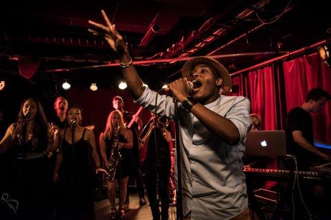 ENERGISK: Hele følelsesregistret får fritt spillerom når Elvic Kongolo lager musikk eller står på scenen.