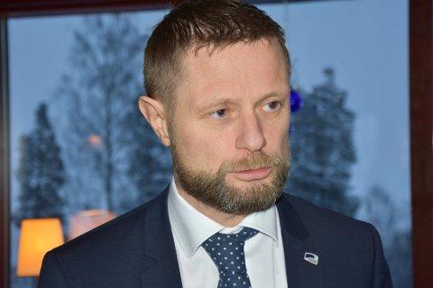 Helse- og omsorgsminister Bent Høie (H) uttaler til Hamar Arbeiderblad at han er klar på at Mjøssykehuset skal ligge ved Mjøsbrua.
