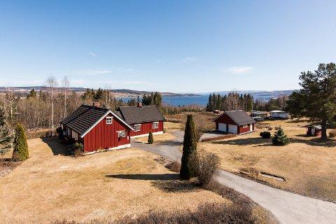 SOLGT: Eneboligen i Trondhjemsvegen 345 i Gjøvik ble solgt for 4,8 millioner kroner torsdag, til tross for at prisantydningen var 3.950.000.