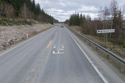 Entreprenøren NCC Industry skal legge ny asfalt på fylkesveg 33 mellom Ås bru og Enebakk i Gjøvik.