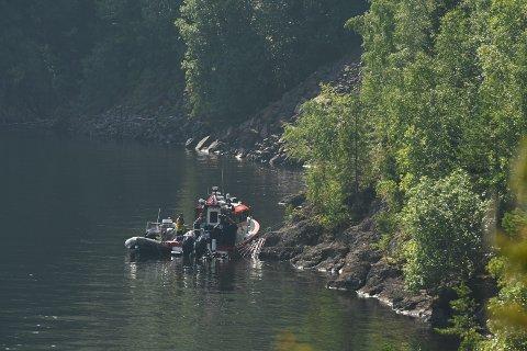 FUNN: Politiet heiste opp noe fra under vannet utenfor Skreifjella onsdag.