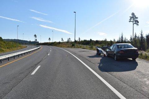 IKKE TIL HINDER: Mange forbipasserende har observert denne bilen i Lygnabakka de siste ukene.