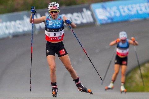 STRÅLENDE: Mathilde Skjærda Myhrvold i aksjon under langrenn sprint kvinner under Blinkfestivalen.