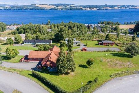 UTEN KOMMUNEN: Det er Statbygg som eier Mjøsvoll-tomta. Derfor må den ligge ute for salg i to måneder før budrunden åpnes. Det blir uten Gjøvik kommune.