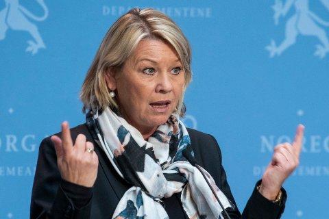 MØTTE PRESSEN: Justis- og beredskapsminister Monica Mæland (H) på pressemøte om koronasituasjonen.