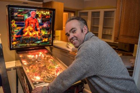 POPKULTUR: – Drømmen min er fortsatt å lage et popkulturmuseum, sier Martin Skjønhaug, som harf blant annet cirka 500 flipperspill i samlingen sin.