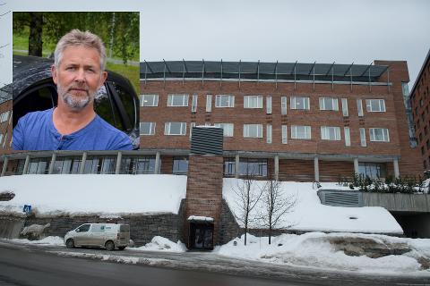 HARDT RAMMET: Etter at det fredag ble kjent at en av de ansatte i hjemmetjenesten, med tilknytning til Haugtun omsorgssenter, testet positivt for covid-19, er et stort antall ansatte og brukere i karantene. Det opplyser leder for hjemmetjenesten i Gjøvik kommune, Einar Malmedal (innfelt).