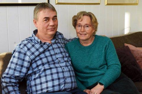 Kommuneoverlege i Nordre Land er endelig hjemme igjen til kona Tone-Lise etter han ble svært syk av koronaviruset. Nå høster han flotte tilbakemeldinger på sosiale medier fra bygda.
