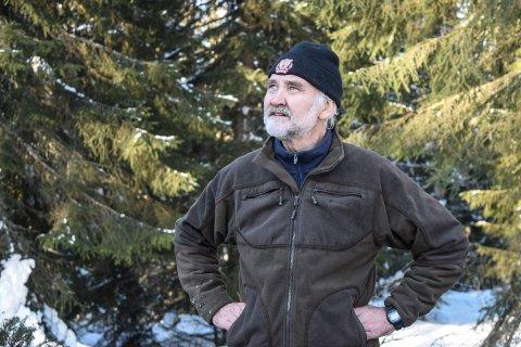 TRUER MED ØKOKRIM: Even Dehli og Norsk Ornitologisk Forening Oppland truer med anmeldelse til Økokrim for miljøkriminalitet dersom en hogst i Østre Toten blir gjennomført som planlagt.