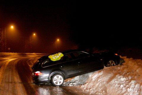 I GRØFTA: To personer var involvert i ulykken ved Breiskallen lørdag kveld.
