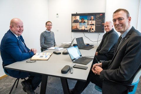 MEKLING: Gjøviks representanter, ordfører Torvild Sveen, arealplanlegger Åge André Michaelsen, leder for arealplan Lars Engelien og rådmann Magnus Mathisen.