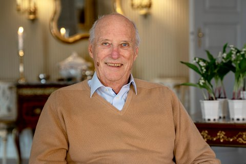KONGEN ER FRISK: Kong Harald er friskmeldt etter sin kneoperasjon i januar. Bildet er tatt på Bygdøy kongsgård. Foto: Simen Løvberg Sund, Det kongelige hoff / NTB