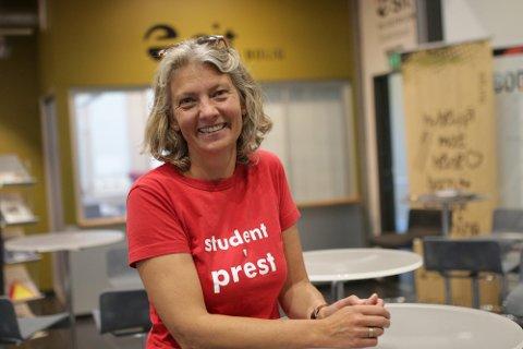 KONTOR PÅ CAMPUS: Studentprest Anne Anker Bolstad deler kontor med to andre studentrettede tjenester på NTNU på Gjøvik.