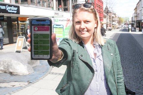 GEVINST: Gjøvik kommunes nye app belønner fysisk aktivitet med rabatter. Klima- og miljørådgiver Henriette Sandstå er fornøyd med responsen.