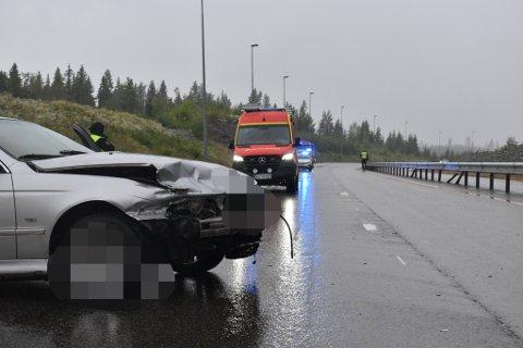 MISTET KONTROLLEN: Føreren skal ha mistet kontrollen på vått underlag og kollidert med autovernet.