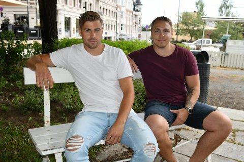 STUDIEKOMPISER: Ole Thomas Skogli (t.v.) og Kristoffer Lindbak studerte webutvikling ved NTNU i Gjøvik.