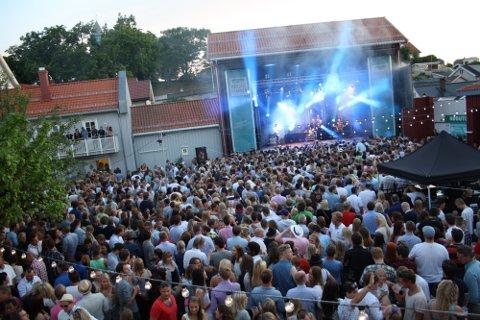 POPULÆRT: De trardisjonsrike konsertene på Wrightegården i Langesund samler hvert år 2000 mennesker. Fredag og lørdag spiller Postgirobygget - etter Kulturrådets helomvending.